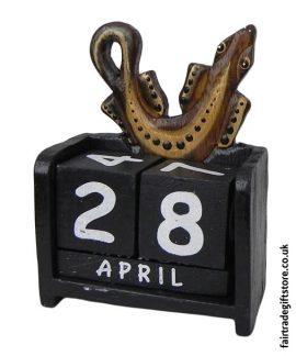 Fair-Trade-Wooden-Calendar-Gecko