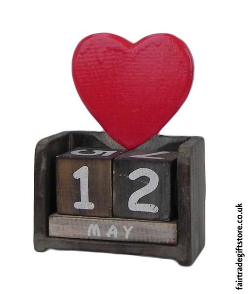 Fair-Trade-Wooden-Calendar-Heart